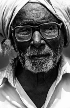 Chocoba Nimbaji Parde, 80 year old resident of Bavchi village poses for the camera as he talks about his plight, Maharashtra 2016. He has to walk a long way in the heat to fetch water.